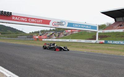 Oficiální traťový rekord mosteckého autodromu drží němec Stefan Mücke